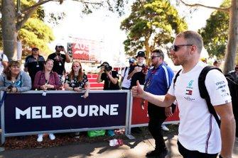 Valtteri Bottas, Mercedes-AMG Petronas F1, arrive sur le circuit