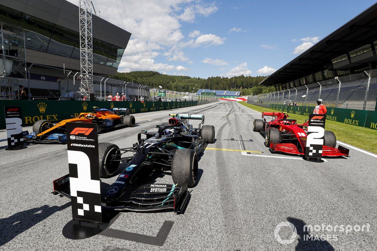 Ganador Valtteri Bottas, Mercedes-AMG Petronas F1, Charles Leclerc, Ferrari SF1000 y Lando Norris, McLaren MCL35 en parc ferme