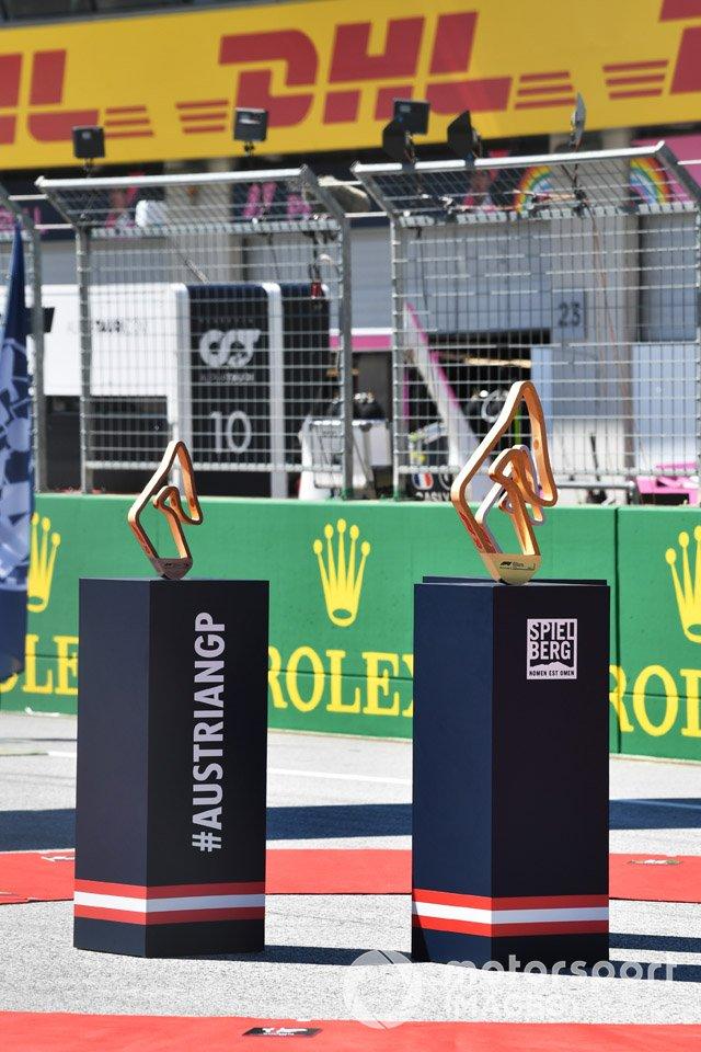 Los trofeos de los ganadores de la carrera