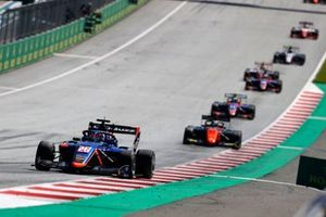 Clement Novalak, Carlin, leads Richard Verschoor, MP Motorsport