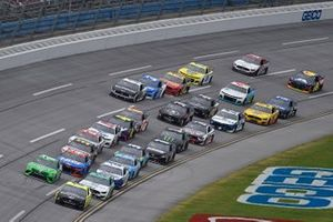 Ryan Blaney, Team Penske, Ford Mustang leads the field