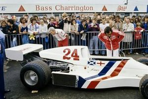 Teddy Mayer and Emerson Fittipaldi examine James Hunt's Hesketh 308B Ford