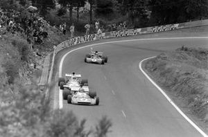Chris Amon, Matra MS120D leads Denny Hulme, McLaren M19C Ford and Jackie Stewart, Tyrrell 003 Ford