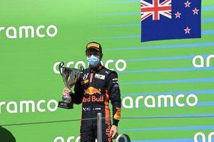 Liam Lawson, Hitech Grand Prix, 2nd Position, Receives His Trophy