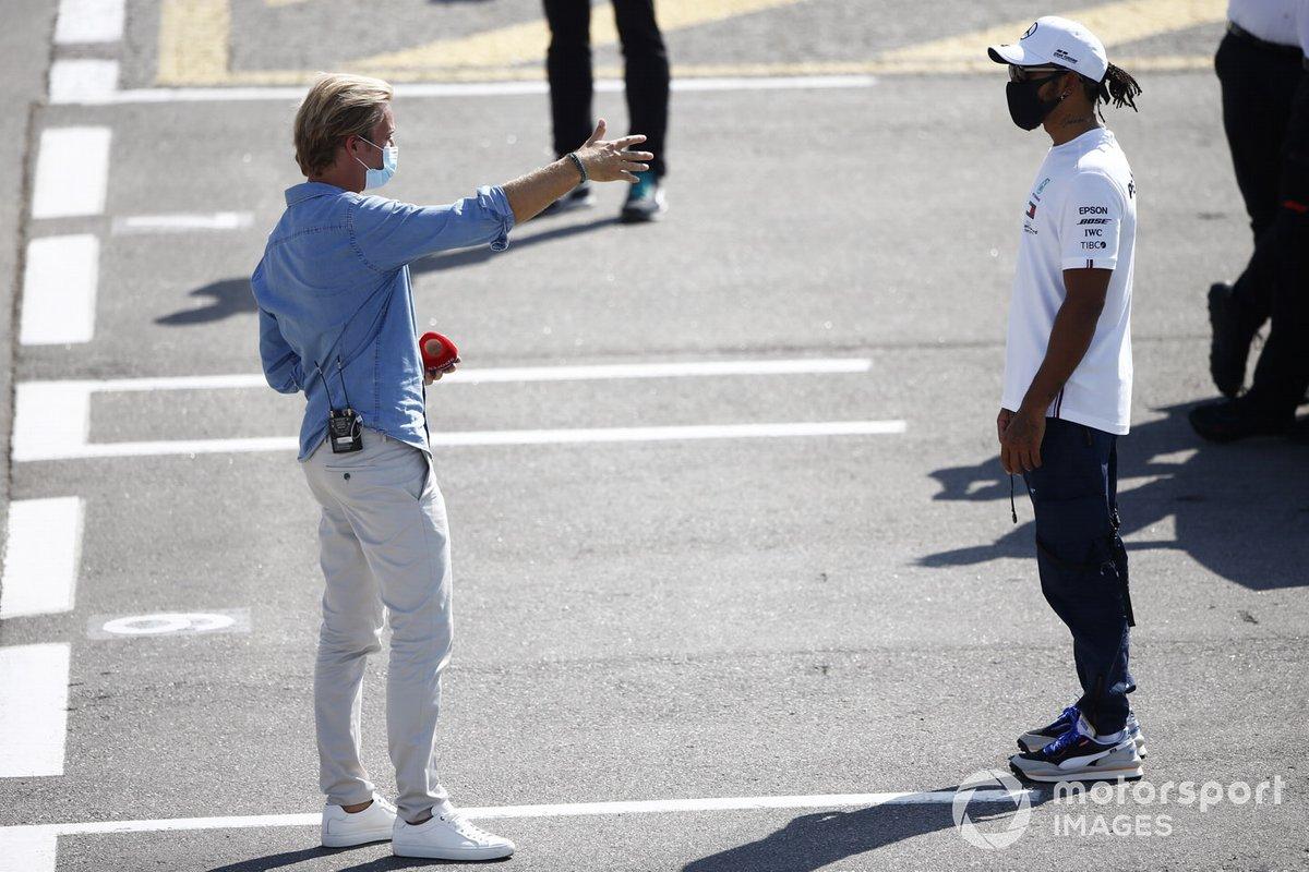 Lewis Hamilton, Mercedes-AMG Petronas F1, e Nico Rosberg