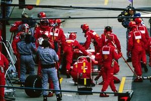 Rubens Barrichello, Ferrari F1-2000, returned to the garage and retired from the race