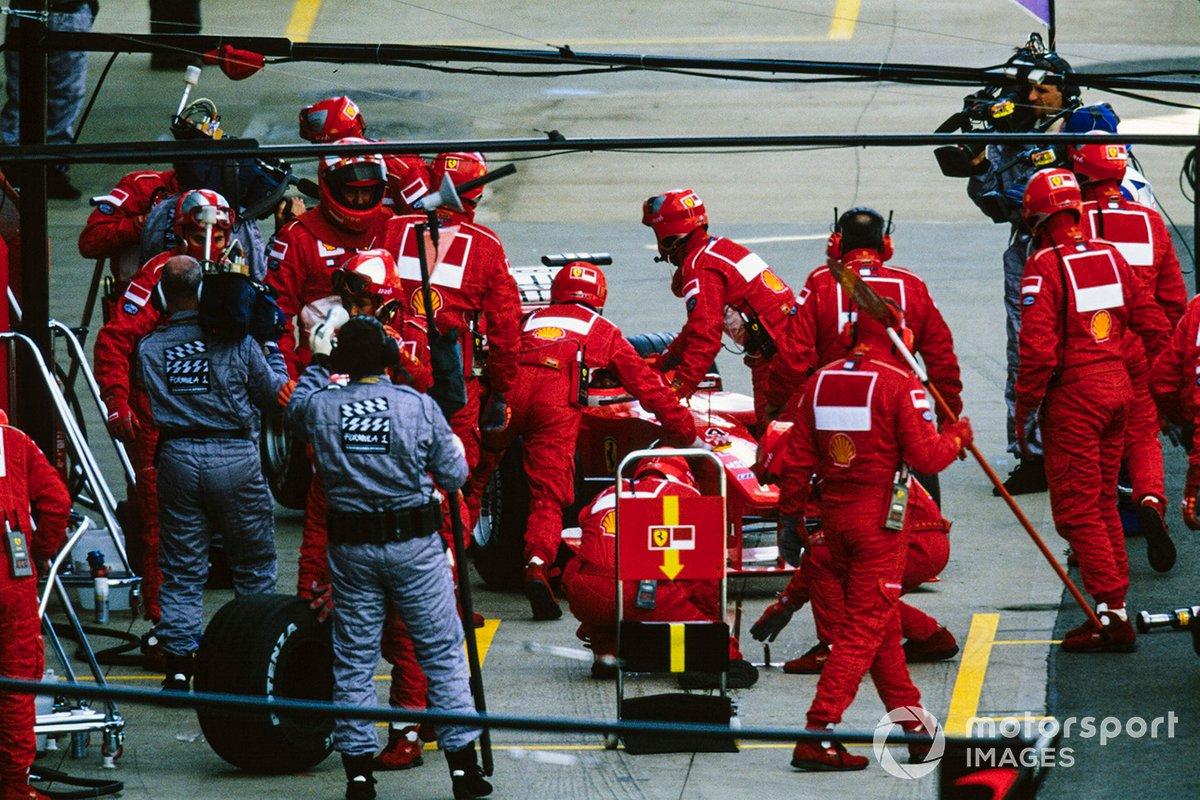 Rubens Barrichello, Ferrari F1-2000, regresa al garage y se retira