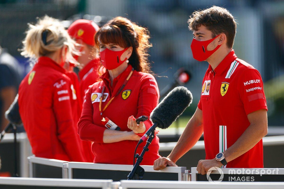 Charles Leclerc, Ferrari, parla con i media