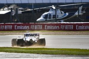 Nico Hulkenberg, Racing Point RP20, kicks up some dust