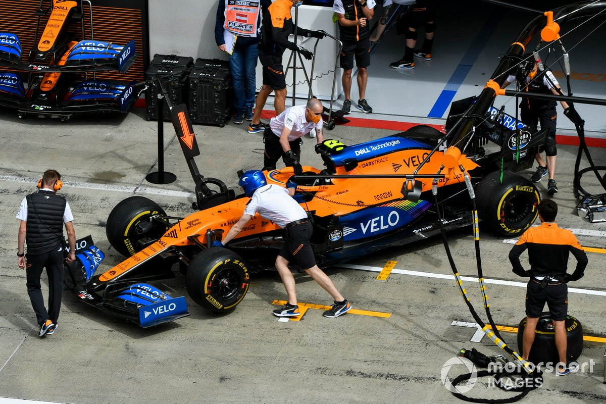El coche de Lando Norris, McLaren MCL35, en el pitlane