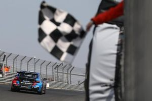 Le vainqueur Colin Turkington, Team BMW BMW 330i M Sport