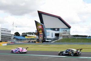 Jaxon Evans, BWT Lechner Racing leads Florian Latorre, CLRT