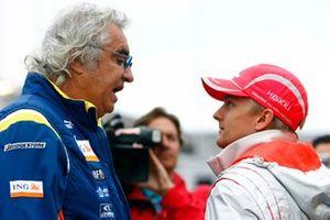 Flavio Briatore, directeur général, Renault F1, avec Heikki Kovalainen, McLaren