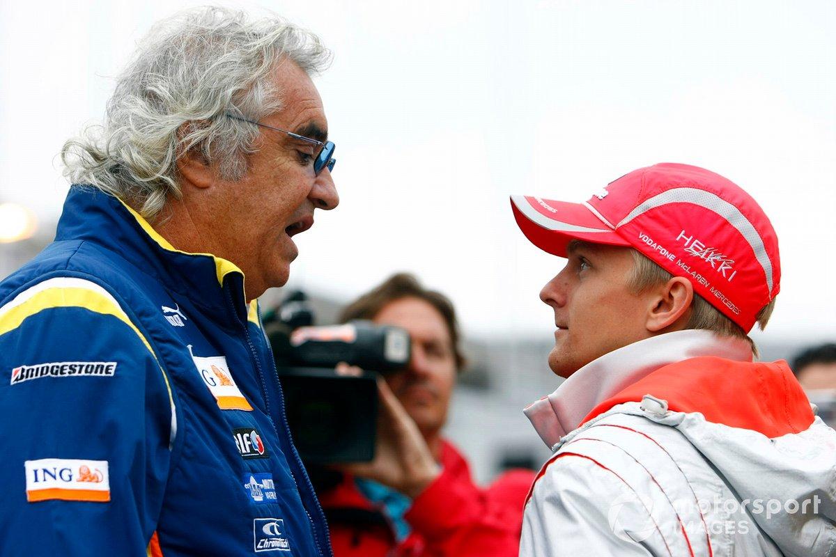 Flavio Briatore, Director General de Renault F1, con Heikki Kovalainen, McLaren