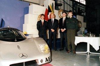 Michael Schumacher, Peter Sauber, Karl Wendlinger y Heinz-Harald Frentzen
