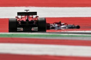 Antonio Giovinazzi, Alfa Romeo Racing C39, leads Sebastian Vettel, Ferrari SF1000