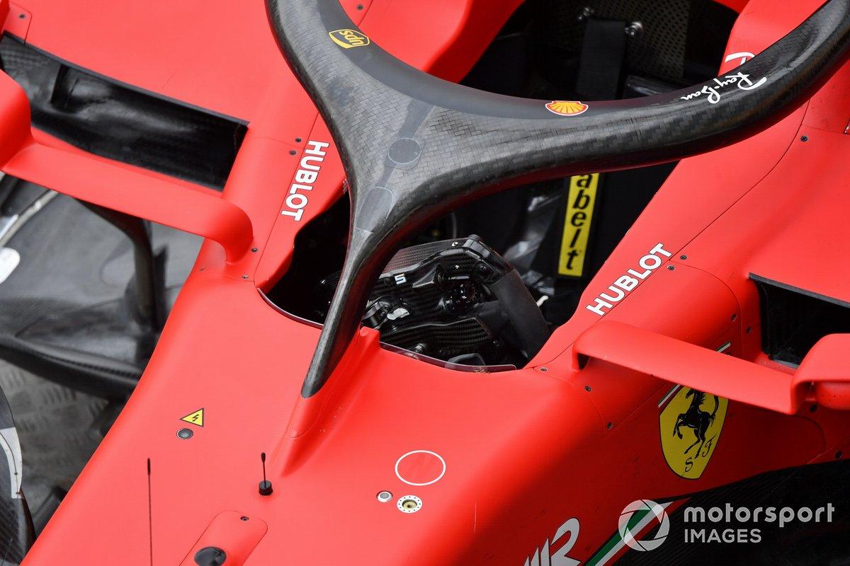 L'auto di Sebastian Vettel, Ferrari SF1000, sul carroattrezzi dopo i problemi tecnici