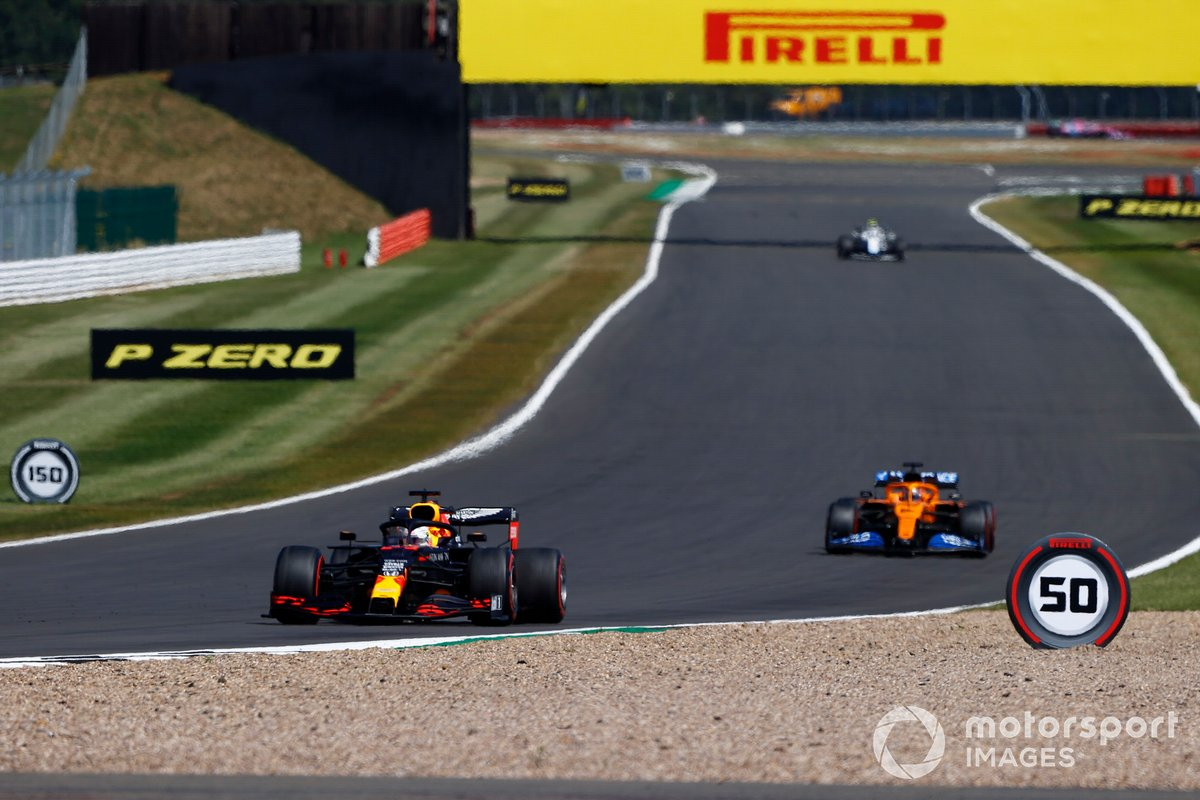 Max Verstappen, Red Bull Racing RB16, Carlos Sainz Jr., McLaren MCL35