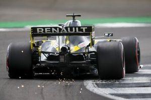 Sparks kick up from Daniel Ricciardo, Renault F1 Team R.S.20
