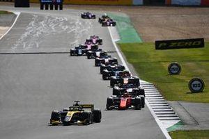 Guanyu Zhou, UNI-Virtuosi, leads Nobuharu Matsushita, MP Motorsport