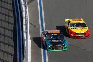 Joey Logano, Team Penske, Ford Mustang Shell Pennzoil, Daniel Suarez, TrackHouse Racing, Chevrolet Camaro CommScope