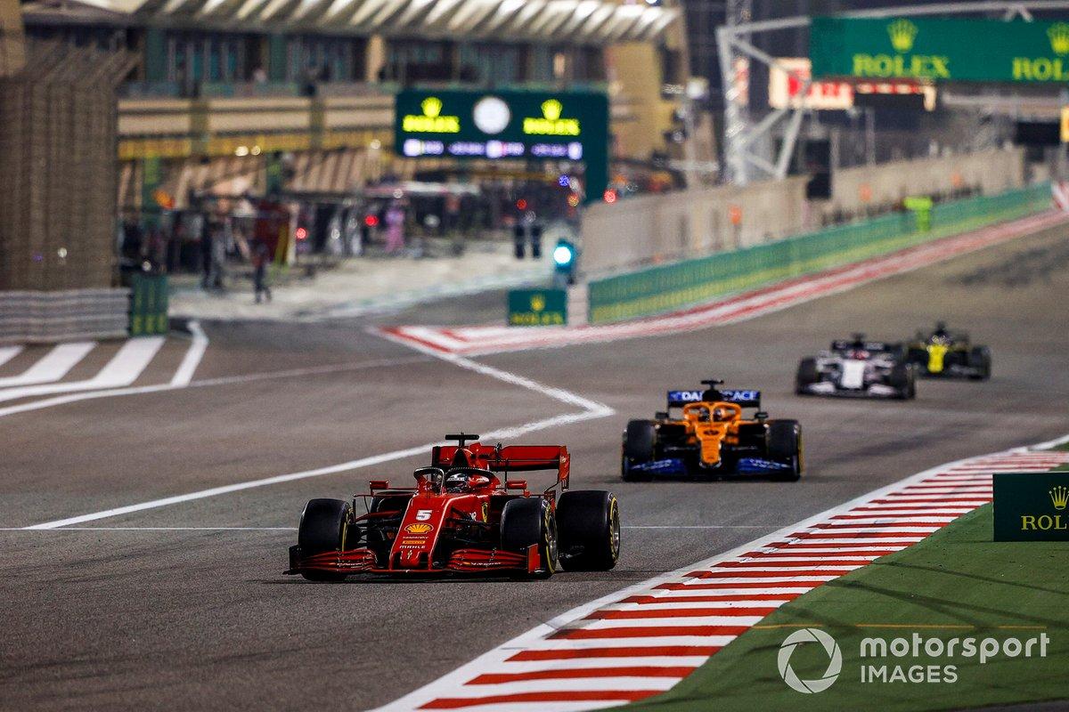 Sebastian Vettel, Ferrari SF1000, Carlos Sainz Jr., McLaren MCL35, e Daniil Kvyat, AlphaTauri AT01