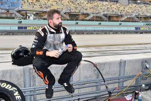 Corey LaJoie, Spire Motorsports, Chevrolet Camaro Marwin Sports Apparel, crew members