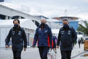 Toyoharu Tanabe, F1 Technical Director, Honda, Adrian Newey, Chief Technical Officer, Red Bull Racing, and Masashi Yamamoto, General Manager, Honda Motorsport