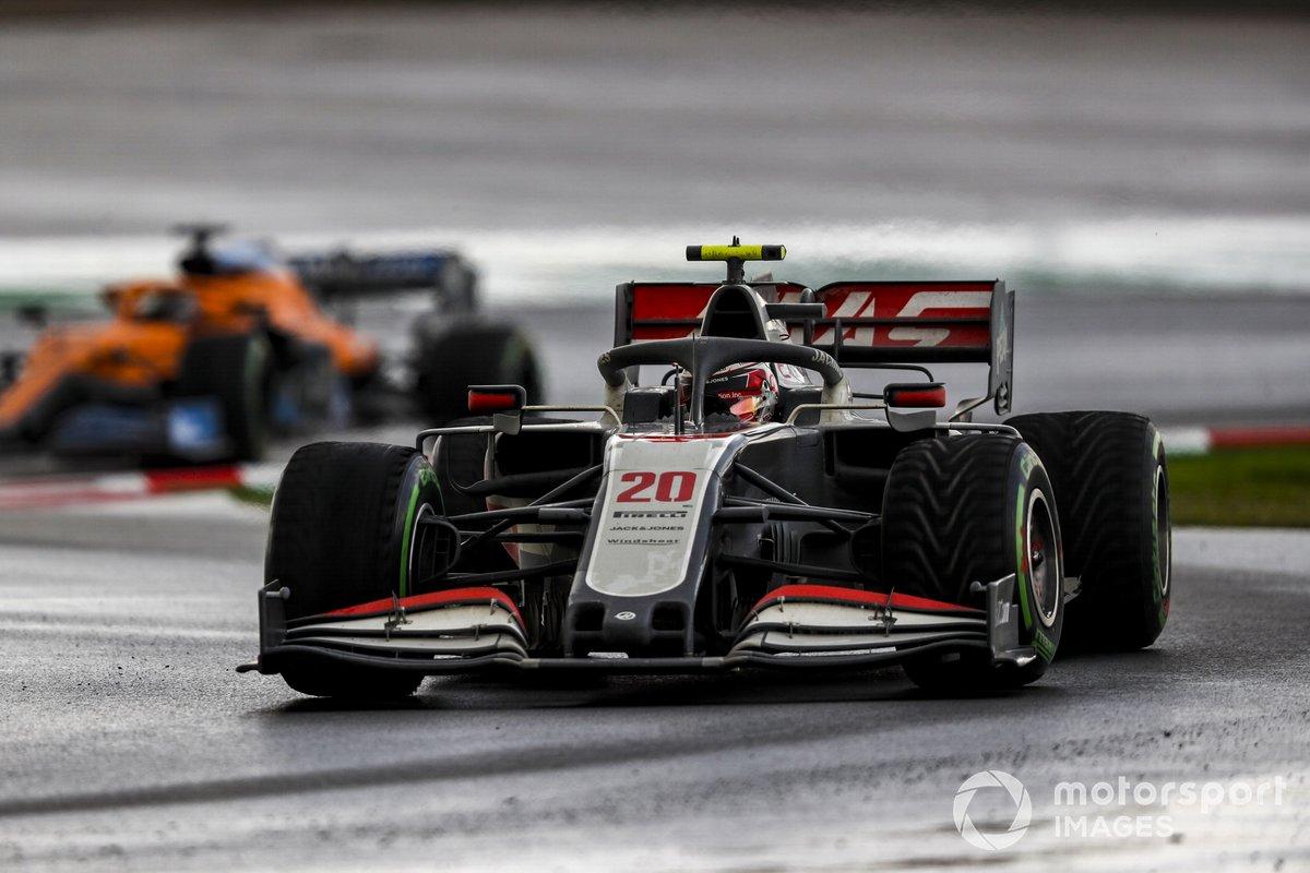Kevin Magnussen, Haas VF-20, Carlos Sainz Jr., McLaren MCL35