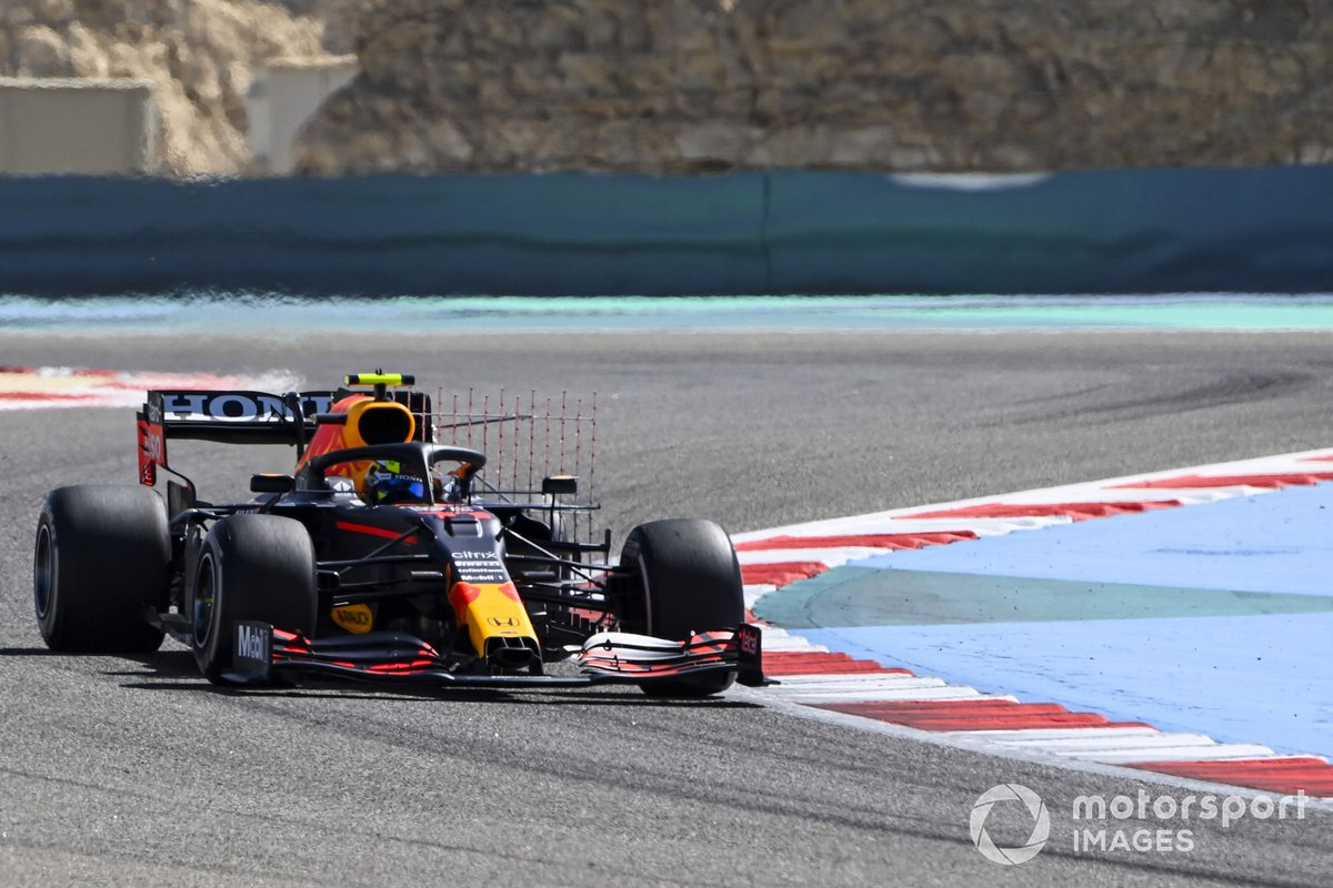 14. Sergio Pérez, Red Bull Racing RB16B: 166 vueltas (898,392 km)