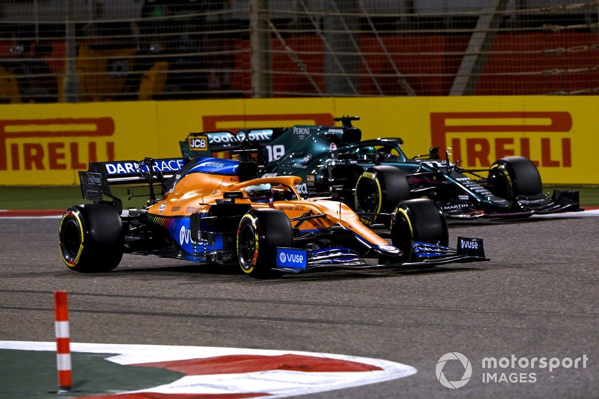 Daniel Ricciardo, McLaren MCL35M, Lance Stroll, Aston Martin AMR21