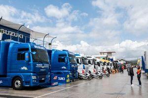 Paddock, trucks