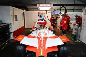 Alex Lynn, Mahindra Racing, M7Electro, in the garage