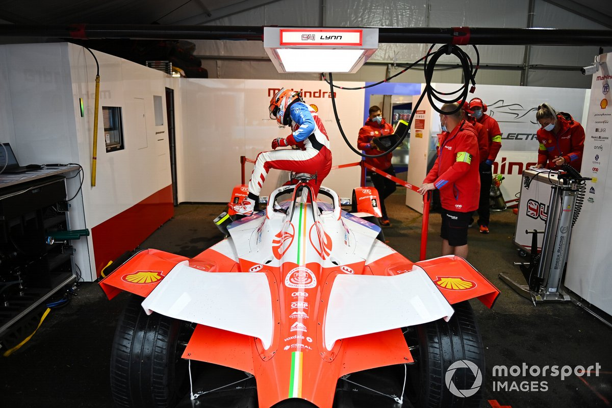 Alex Lynn, Mahindra Racing, M7Electro, in the garage