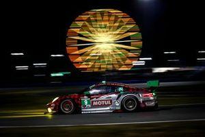 #9: PFAFF Motorsports Porsche 911 GT3R, GTD: Zacharie Robichon, Laurens Vanthoor, Lars Kern, Matt Campbell