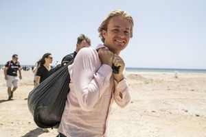 Nico Rosberg, founder and CEO, Rosberg X Racing, with a sack of rubbish after helping to clean the beach