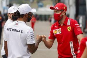 Lewis Hamilton, Mercedes-AMG F1 and Sebastian Vettel, Ferrari bump fists