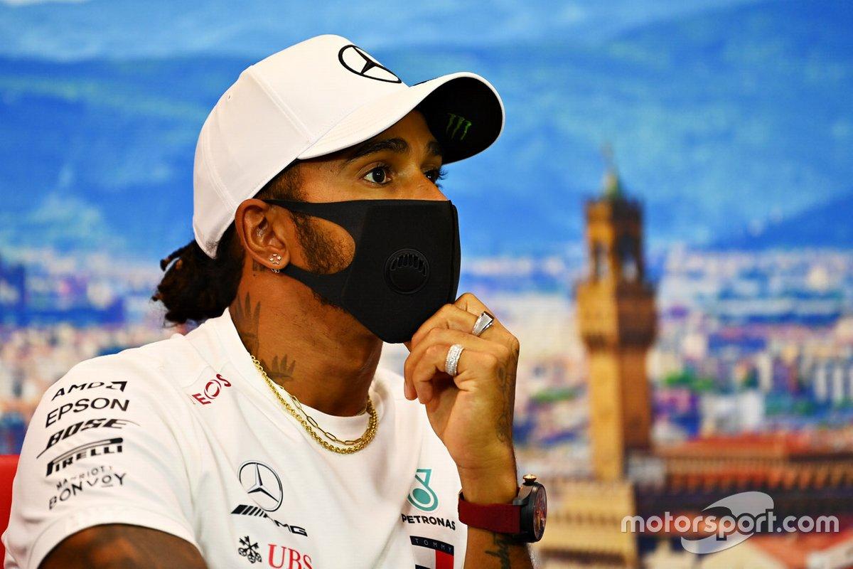 Lewis Hamilton, Mercedes-AMG F1 en la conferencia de prensa
