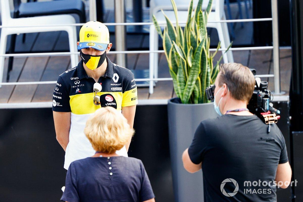 Esteban Ocon, Renault F1 con los medios