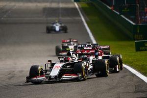 Kevin Magnussen, Haas VF-20, Kimi Raikkonen, Alfa Romeo Racing C39