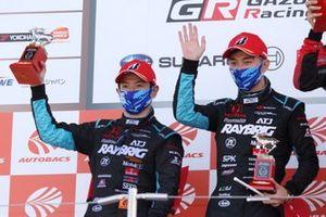 Naoki Yamamoto, Tadasuke Makino on the podium (#100 RAYBRIG NSX-GT)