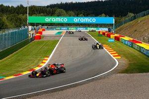 Max Verstappen, Red Bull Racing RB16, Daniel Ricciardo, Renault F1 Team R.S.20, and Alex Albon, Red Bull Racing RB16