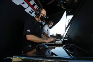 Josef Newgarden, Team Penske Chevrolet engineers