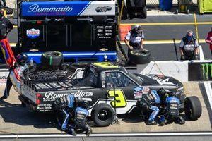 Jordan Anderson, Jordan Anderson Racing, Chevrolet Silverado Bommarito.com pit stop