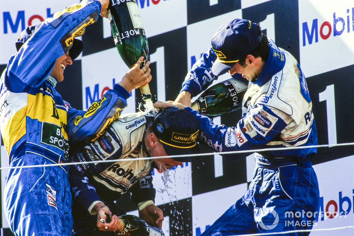 1995: el segundo clasificado Michael Schumacher, Benetton el tercero Damon Hill, Williams, y el ganador de la carrera David Coulthard, Williams