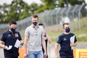 Daniil Kvyat, AlphaTauri walks the track