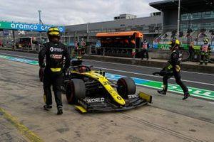 Esteban Ocon, Renault F1 Team R.S.20, retires from the race