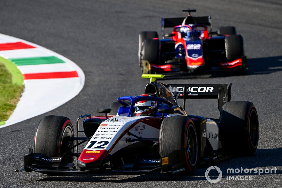 Pedro Piquet, Charouz Racing System, davanti a Roy Nissany, Trident