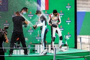 Liam Lawson, Hitech Grand Prix, Race Winner Jake Hughes, HWA Racelab and Theo Pourchaire, ART Grand Prix celebrate on the podium with the champagne