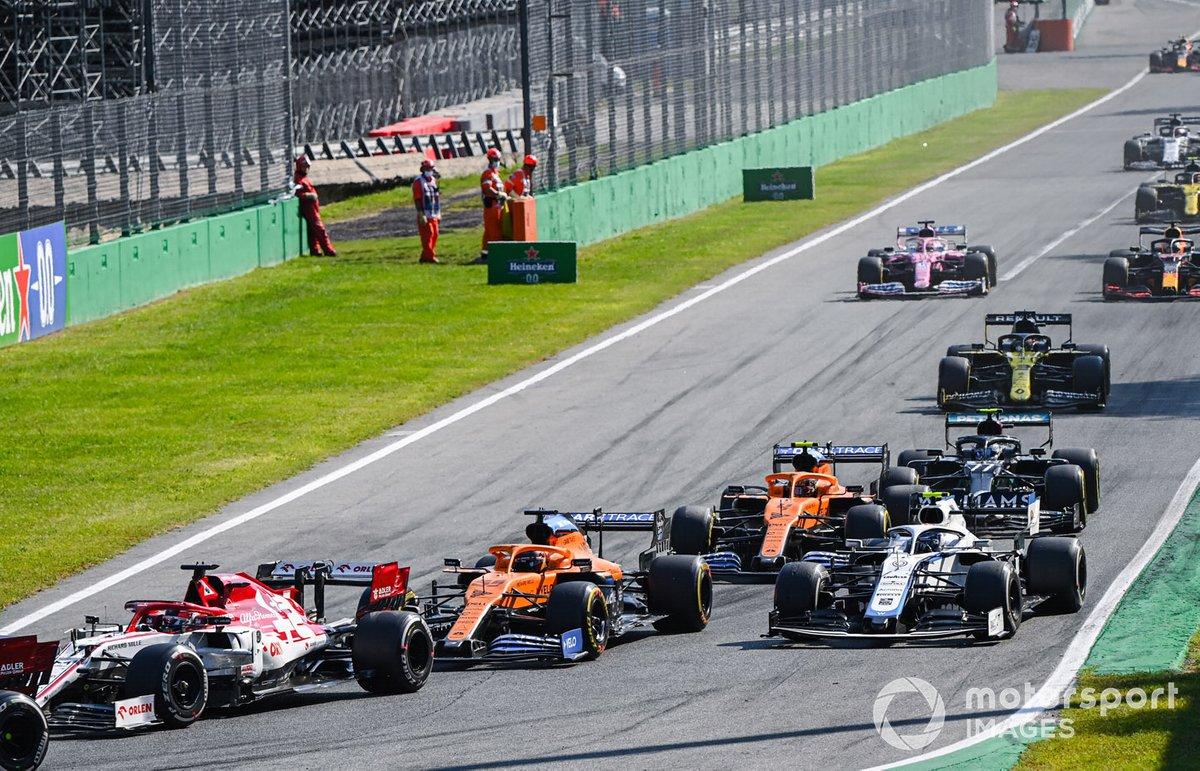 Kimi Raikkonen, Alfa Romeo Racing C39, Carlos Sainz Jr., McLaren MCL35, Nicholas Latifi, Williams FW43, e Lando Norris, McLaren MCL35